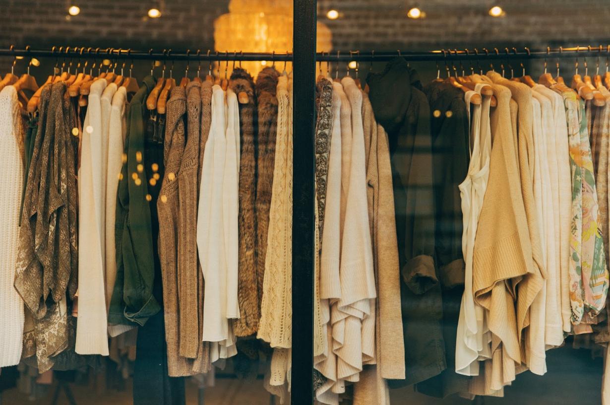 https://pixabay.com/en/fashion-clothing-shop-clothes-1031469/